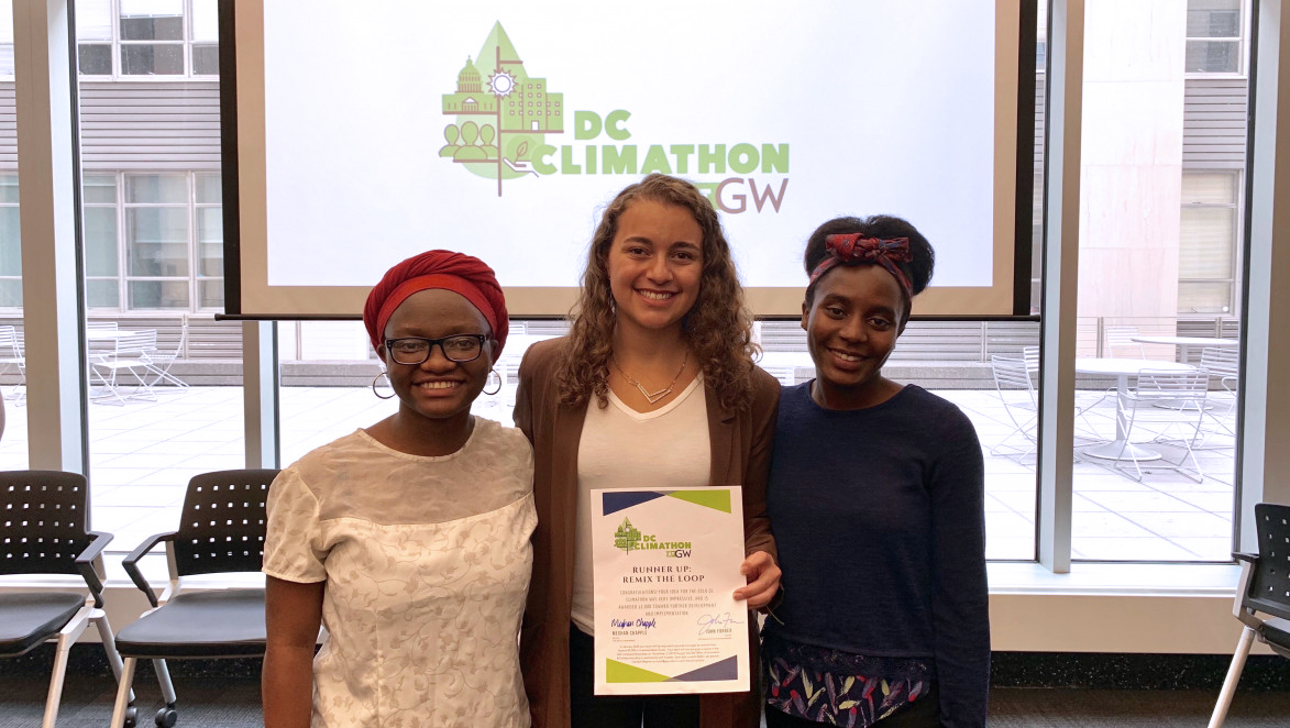 The Remix Your Loop team from 2019 DC Climathon showcasing their certificate. (Photos by Francesca Edralin/George Washington University)
