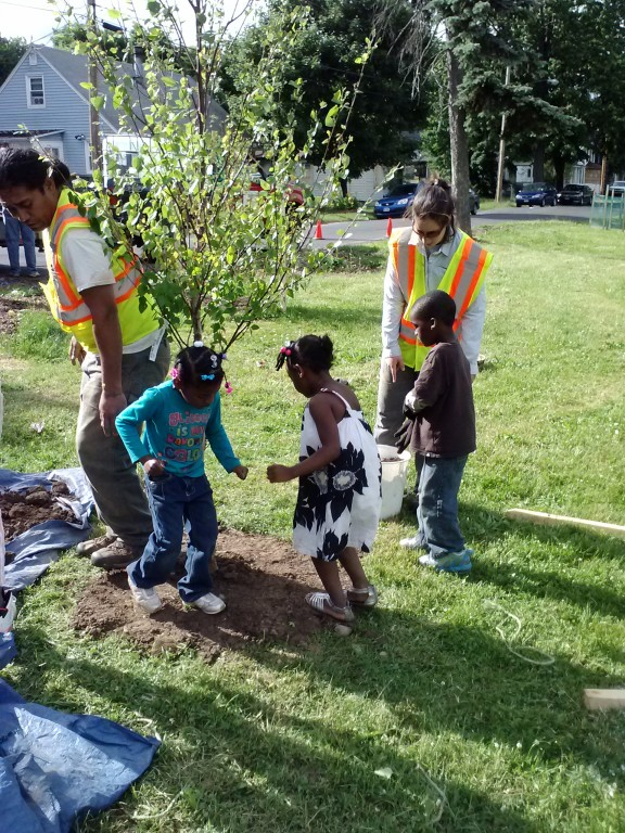 The community comes together at a tree planting event in Onondaga County. (Madison Quinn/Save the Rain)