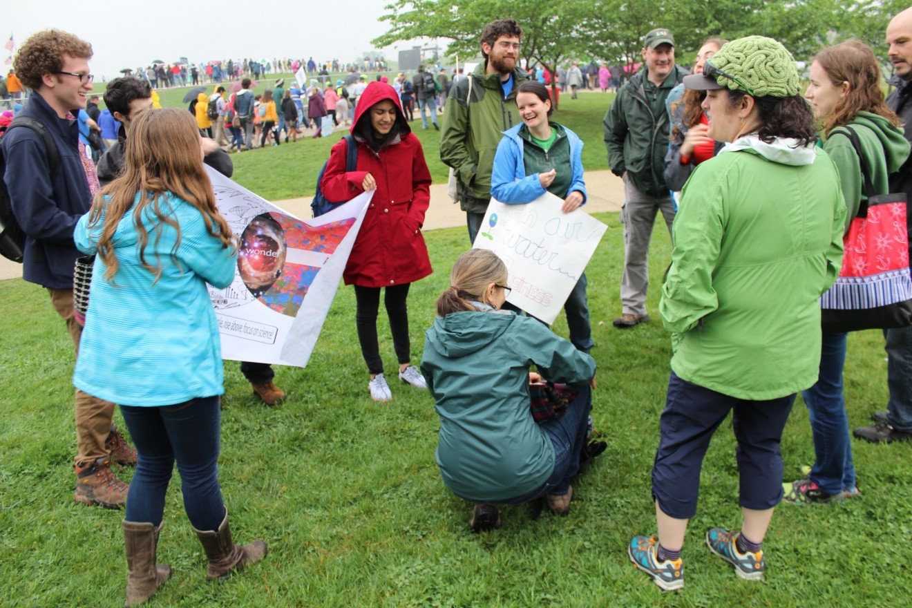 Teach-in attendees gathered on the National Mall before the March for Science. (Christina Limpert/SUNY-ESF)