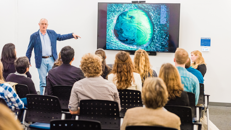 National Geographic Editor Emeritus Dennis Dimick leads a breakout session about visual storytelling.