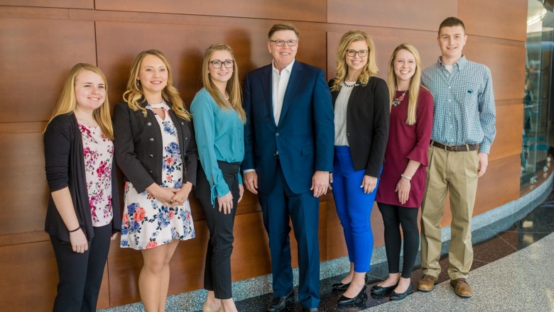 Chris Policinski is flanked by the Land O'Lakes Global Food Challenge Emerging Leaders from across the country, who participated in the 2018 Planet Forward Summit.