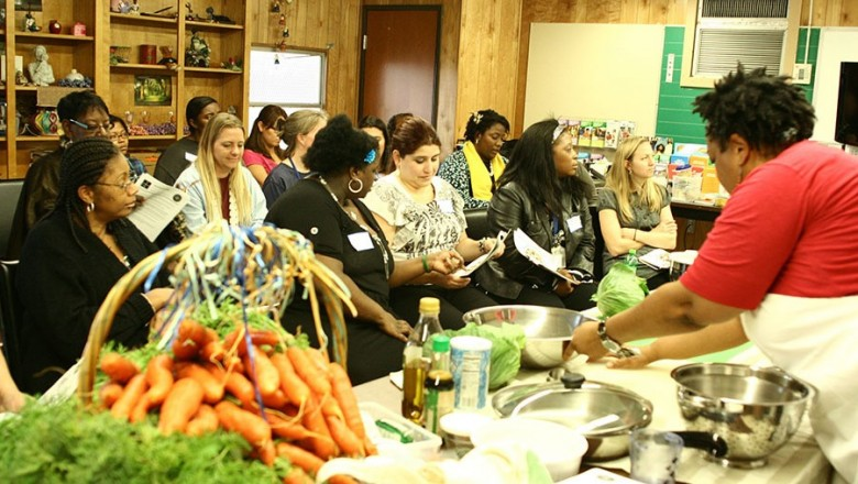 The Happy Kitchen/La Cocina Alegre offers free cooking classes to underprivileged neighborhoods. (Photo courtesy of The Happy Kitchen)