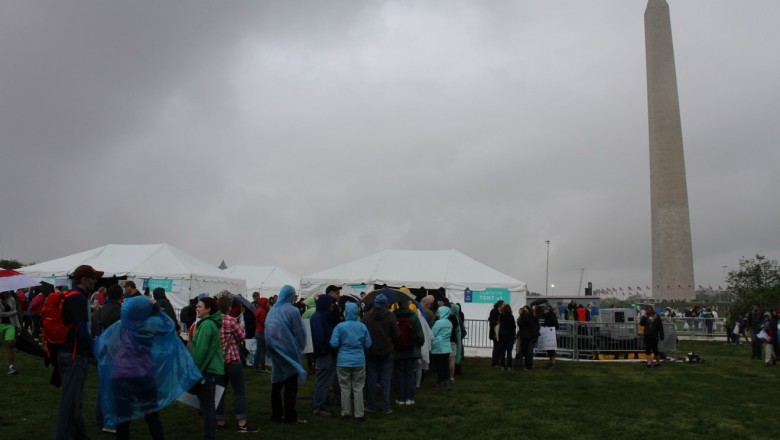 A rainy day did not stop participants from attending the teach-in and march. (Christina Limpert/SUNY-ESF)